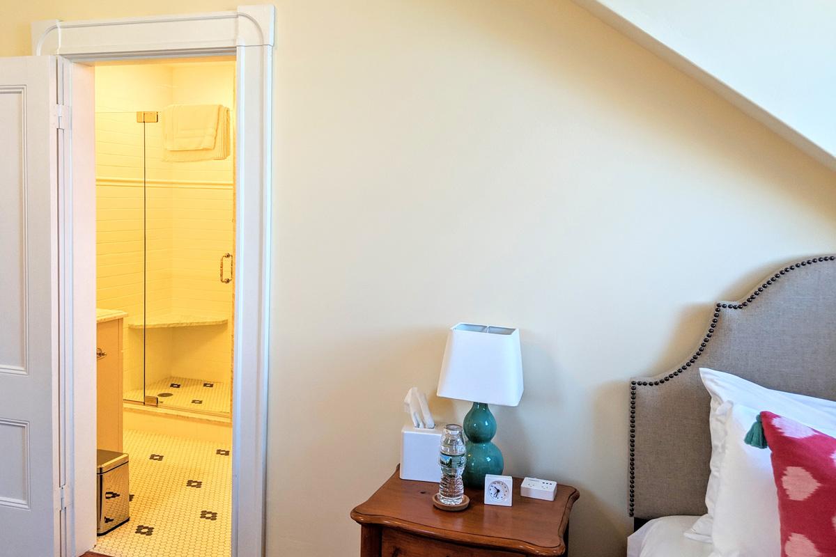 room-5-bathroom-3-slider