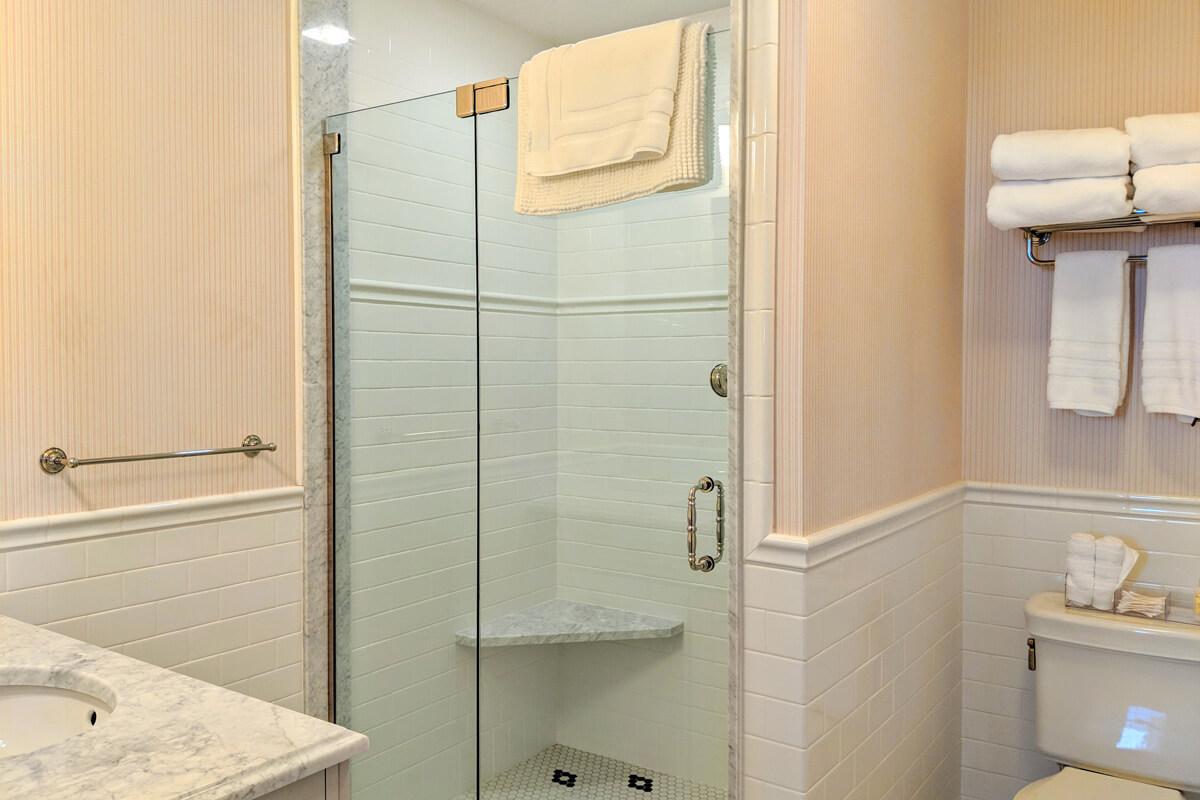 room-5-bathroom-4-slider