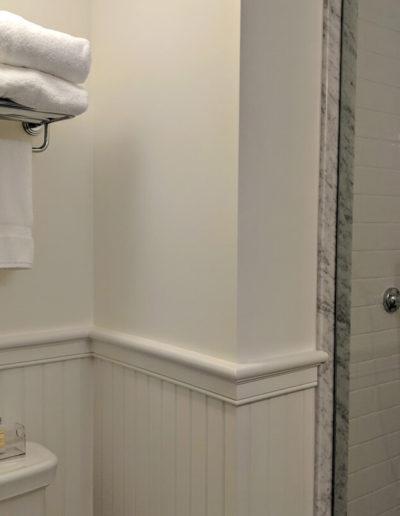 room-8-bathroom-1-slider